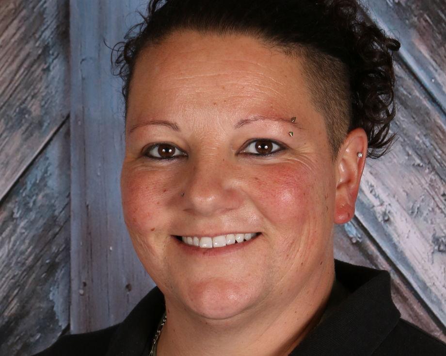 Ms. Kelly Svien , Cook