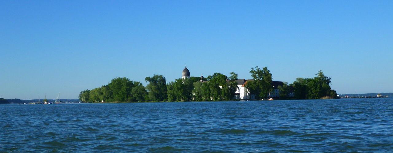 Die Fraueninsel im Chiemsee, Immobiliensuche im Chiemgau, Bernau, Prien am Chiemsee, Übersee, Rimsting, Gstadt, Breitbrunn, Immobilienmakler am Chiemsee