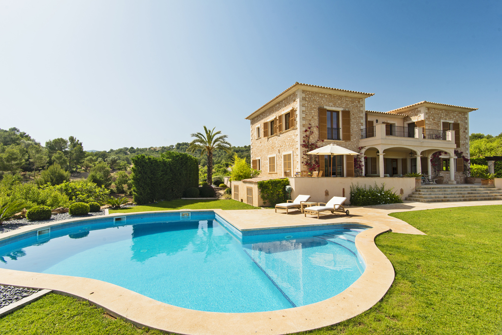Mansion at the golf course with sea view · S'Horta