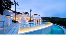 Villas and Apartments in Puerto Banús