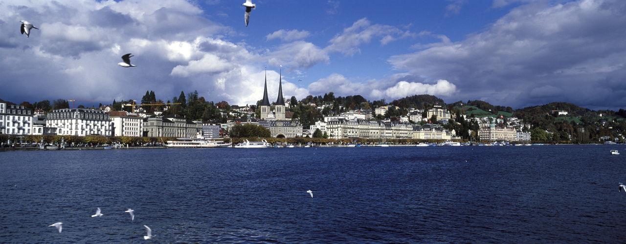 Engel & Völkers - Switzerland - LuzernLuzern - http://www.ucarecdn.com/52c4d14d-8f3a-478a-9efd-57d9f641a0ab/-/crop/1280x500/0,0/