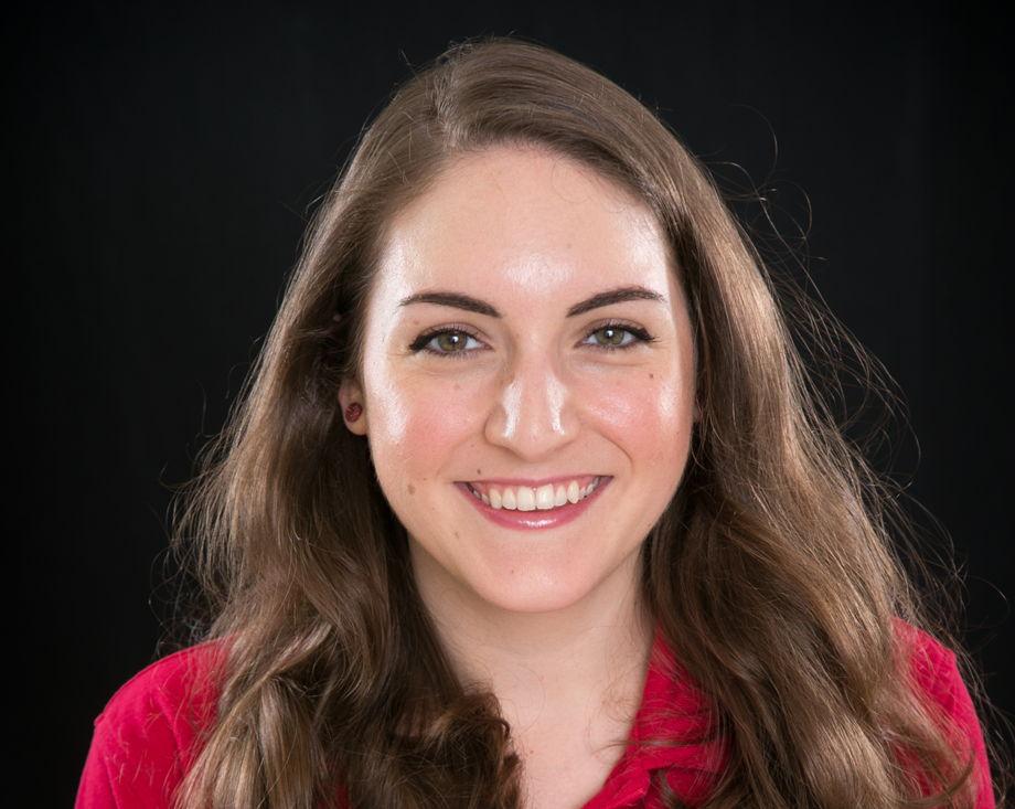 Mrs. Tessa Hoffmann, Closing Manager