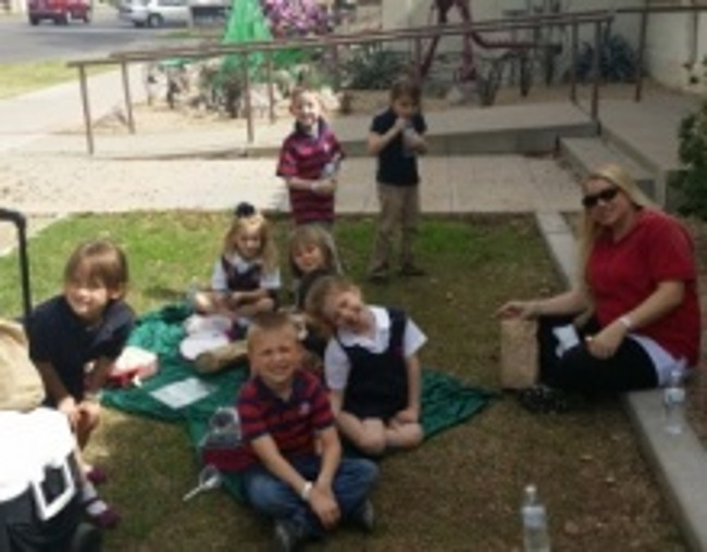 Primrose kindergarten students enjoying a picnic lunch after visiting the AZ Museum of Natural History