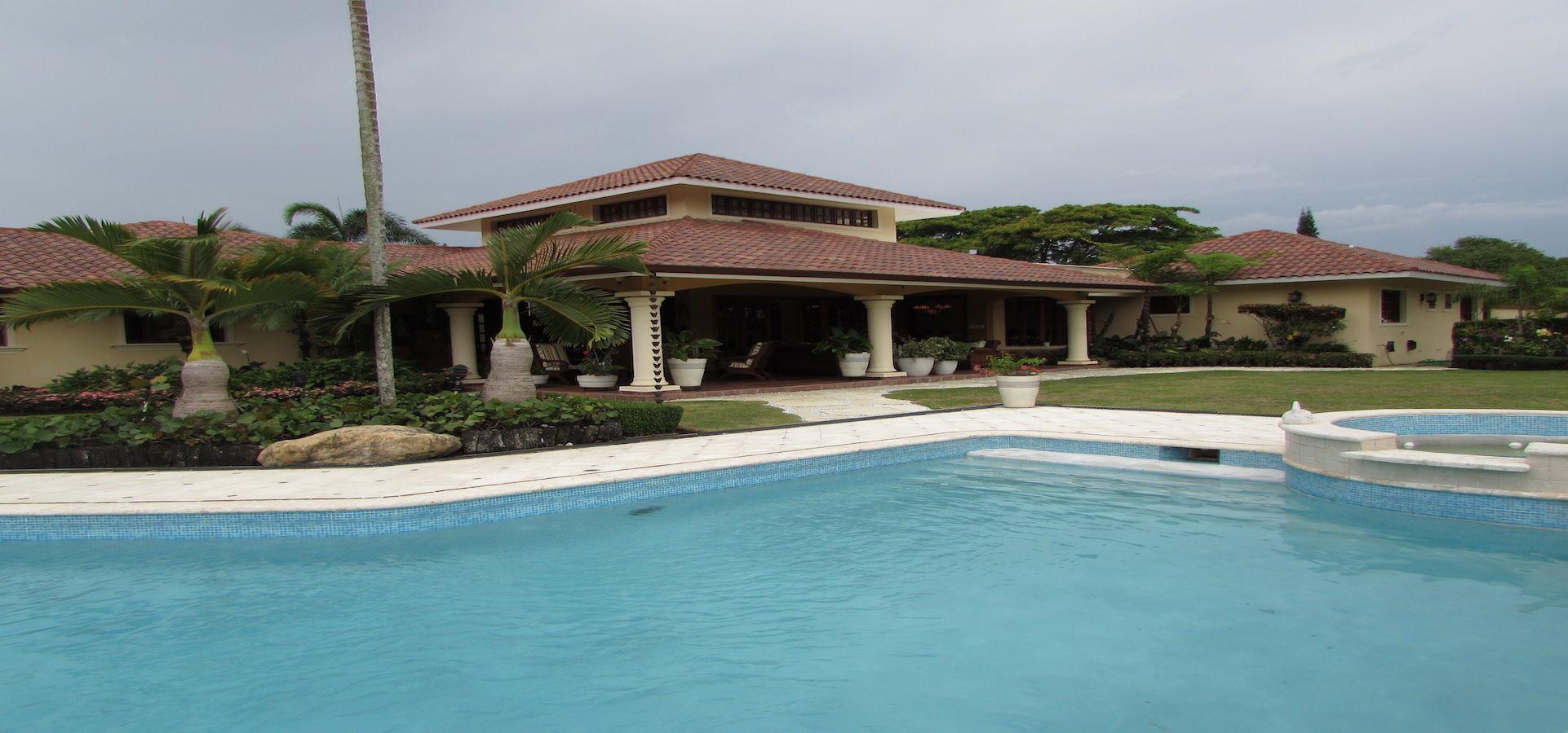 Vendo Casa cpn 1,000 m2 de solar