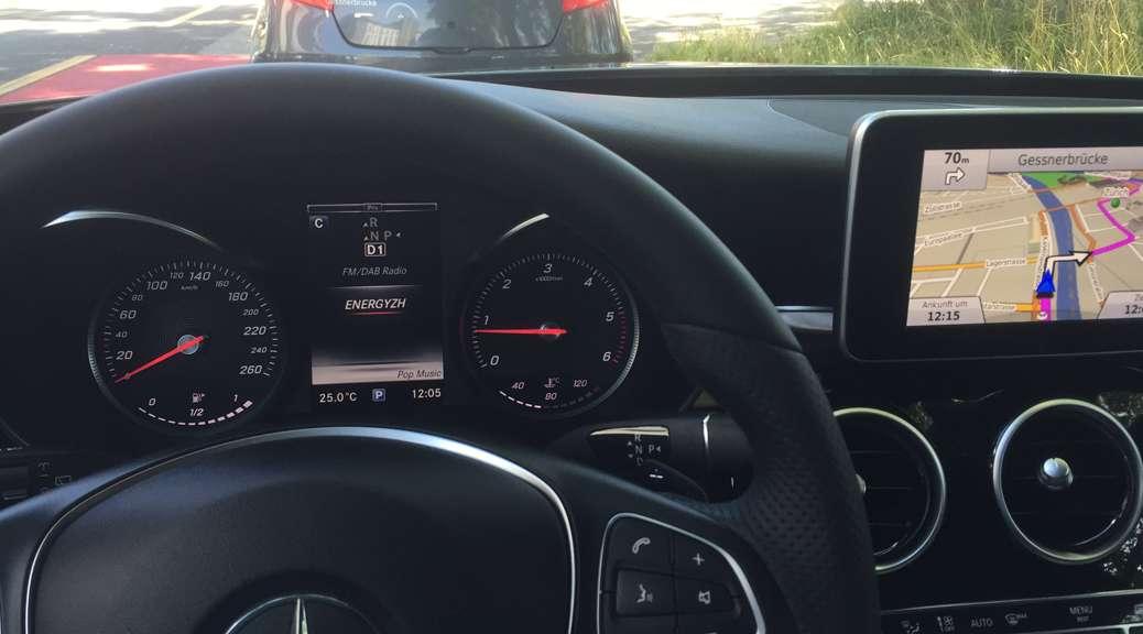 Mercedes-Benz-C-Klasse-T-2015-fahren.jpg