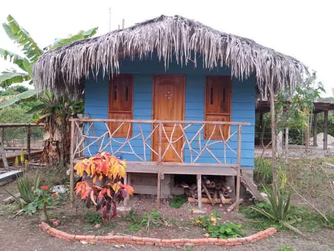 Venta Casa y dos cabañas-Montañita