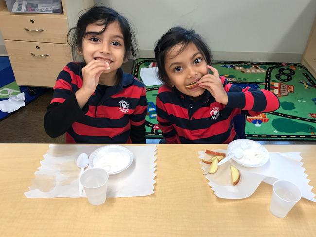 Pre-Kindergarten students CRUNCH local apples