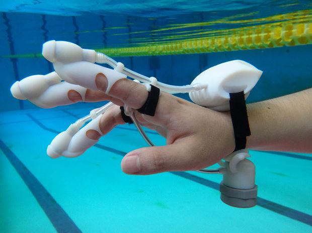 IrukaTact: Submersible Haptic Glove