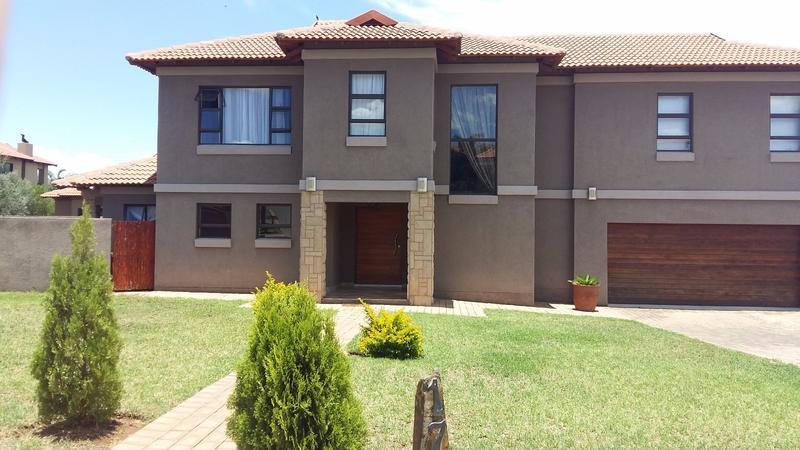 Real estate in Hartbeespoort Dam - 89282.jpg