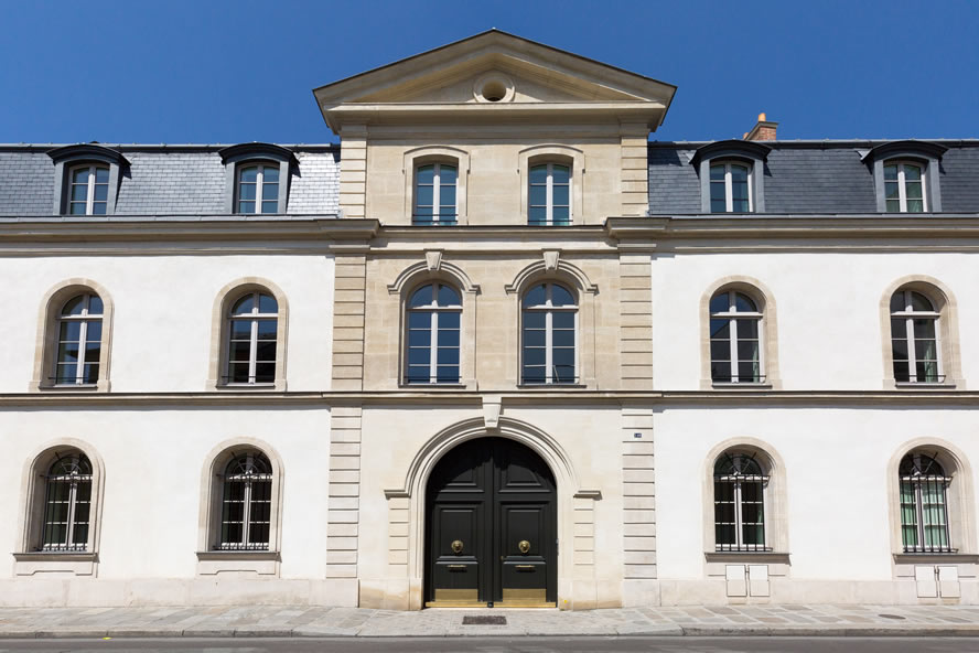 Fabuleux 140 Grenelle : Four mansions, One remarkable story UT88