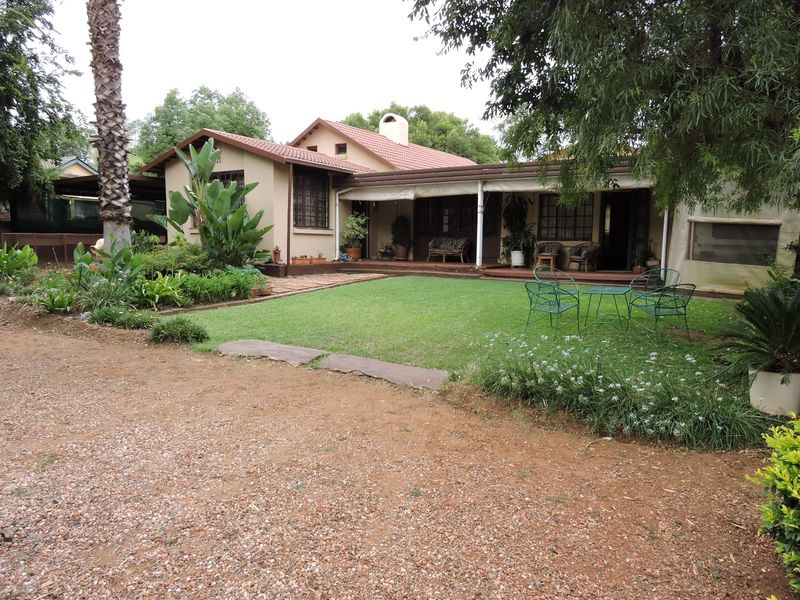 Real estate in Hartbeespoort Dam - ENV90474.jpg