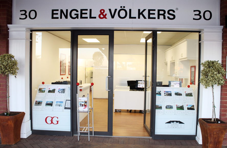 Real estate in Cape Town - Engel & Völkers West Rand 30 B, Featherbrook Retail Centre, cnr Hendrik Potgieter  & Pieter Road, Ruimsig, Roodepoort, 1724 Tel. +27(0)11 958 0370 WestRand@engelvoelkers.com  Suburbs Covered: Ruimsig | Roodekrans | Amarosa Wilgeheuwel | Featherbrooke Muldersdrift