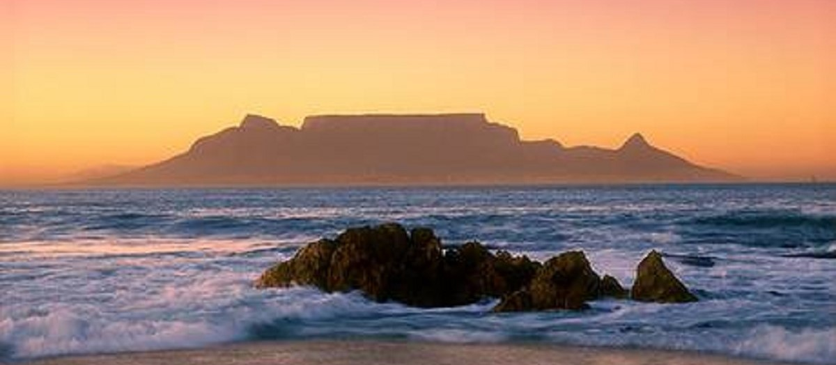 Real estate in Sunningdale, Cape Town - OVERVIEW+-+Table+Mountain+at+dusk.jpg