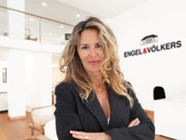 Real estate agent Pilar del Val