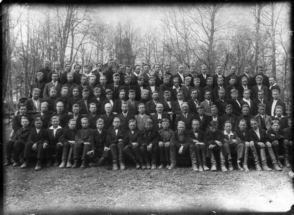 Фото: Конфирмация в Хиетамяки, Ленинградская область (1931). Из личного альбома пастора Селима Ялмари Лаурикалла