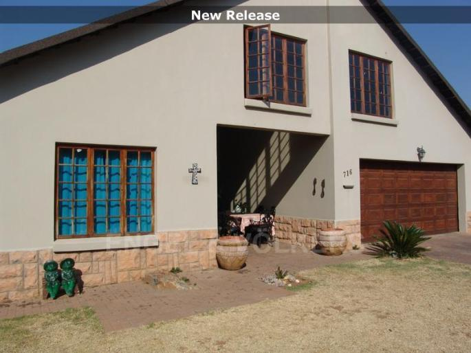 Real estate in Hartbeespoort Dam - 86738.jpg
