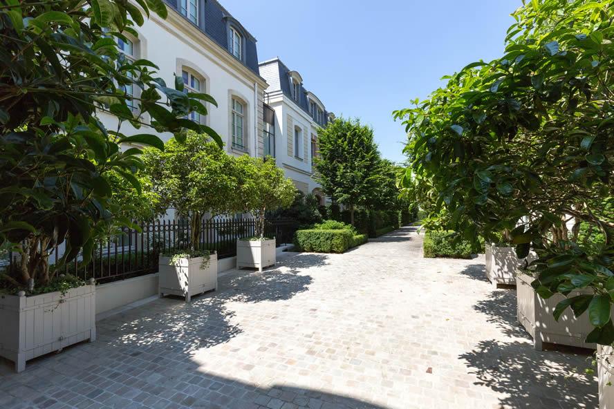 Bien connu 140 Grenelle : Four mansions, One remarkable story UZ01