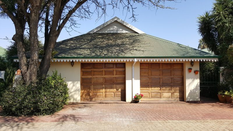 Real estate in Hartbeespoort Dam - 90606.jpg