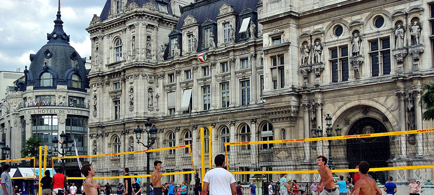 Real estate in Paris - Engel & Volkers Paris - Volley ball - Hotel de Ville - Crédit photo : Jasper