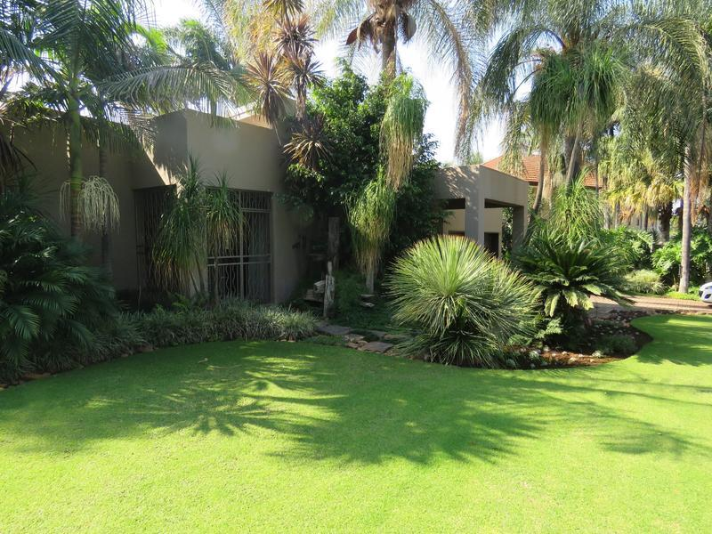 Real estate in Hartbeespoort Dam - 88387.jpg