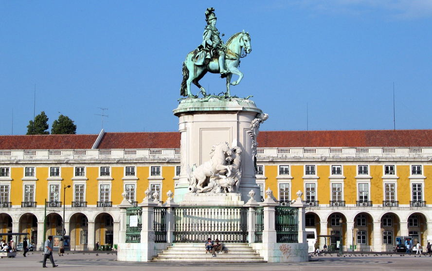 Real estate in Aveiro - praca_do_comercio_h-000179_by_turismo_de_lisboaa.jpg