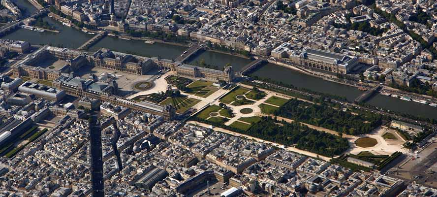 Paris - Engel & Völkers Paris - Le Louvre vue du ciel - Crédit photo : Matthias Kabel