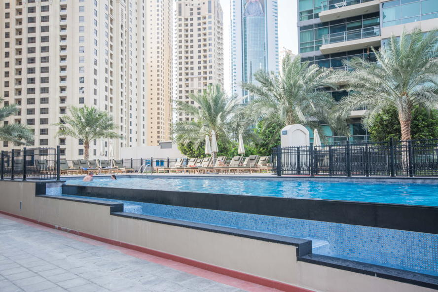 Dubai - Pools