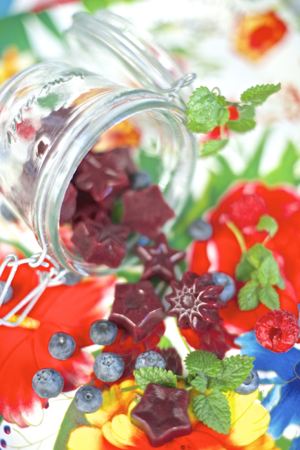 gelatingodteri med kombucha og bær