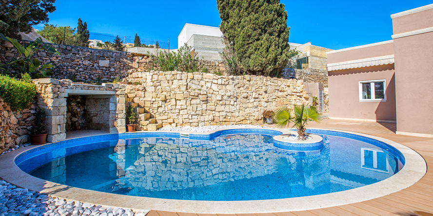 Real estate in Mriehel - Fully Detached Villa with Pool in Mellieha