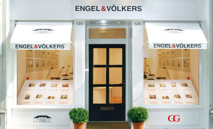 Cape Town - Engel & Völkers Hyde Park Illovo Edge Phase 3, Section 3 Cnr Fricker Rd & Harries Rd, Illovo, Sandton, 2196 Tel: +27(0)11 027 5557 Hyde Park@engelvoelkers.com Suburbs Covered: Atholl | Atholl Gardens Chislehurston | Dunkeld West, Dunkeld | Elton Hill | Glen Atholl Hyde Park | Illovo | Inanda Kent View | Sandhurst Wierda Valley
