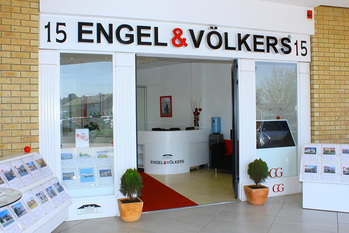 South Africa - Engel & Völkers Fourways | Broadacres Shop 1E, Needwood House, Broadacres Shopping Centre,Cedar Avenue, Fourways, 2055 Tel. +27(0)11 465 0410 Broadacres@engelvoelkers.com Suburbs Covered: North Riding | Olivedale | JHB North | Jukskei Park | Douglasdale | Norscot | Fourways | Magaliesig | Craigavon | Needwood | Maroeladal | Witkoppen | Cedar Lakes | Kengies | Broadares | Chartwell | Farmall | Dainfern