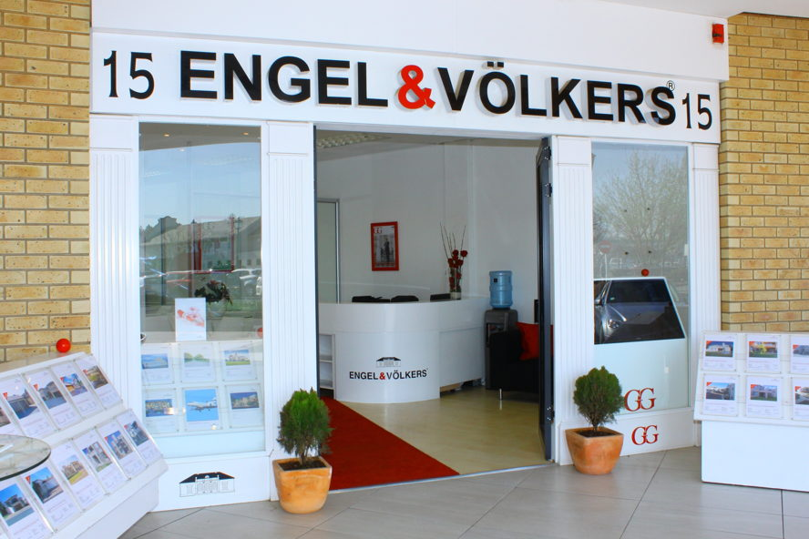 Cape Town - Engel & Völkers Fourways | Broadacres Shop 1E, Needwood House, Broadacres Shopping Centre,Cedar Avenue, Fourways, 2055 Tel. +27(0)11 465 0410 Broadacres@engelvoelkers.com Suburbs Covered: North Riding | Olivedale | JHB North | Jukskei Park | Douglasdale | Norscot | Fourways | Magaliesig | Craigavon | Needwood | Maroeladal | Witkoppen | Cedar Lakes | Kengies | Broadares | Chartwell | Farmall | Dainfern