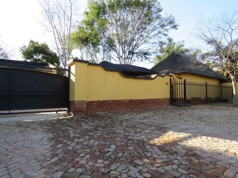 Real estate in Hartbeespoort Dam - 90268.jpg