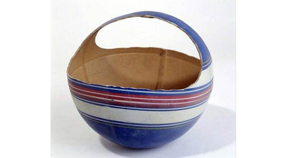 Самодельное лукошко из резинового мяча