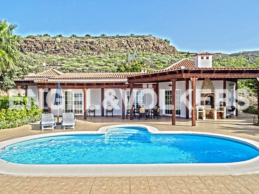 Costa Adeje - Property for sale in Tenerife, Shop Costa Adeje. Country house in Adeje. Tenerife Real Estate.