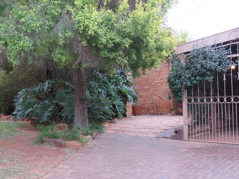 Real estate in Hartbeespoort Dam - 90012.jpg