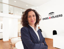 Real estate agent Nuria Manzanas