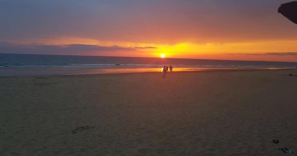 Hermosa puesta de sol playa la Barrosa Chiringuito La Torre