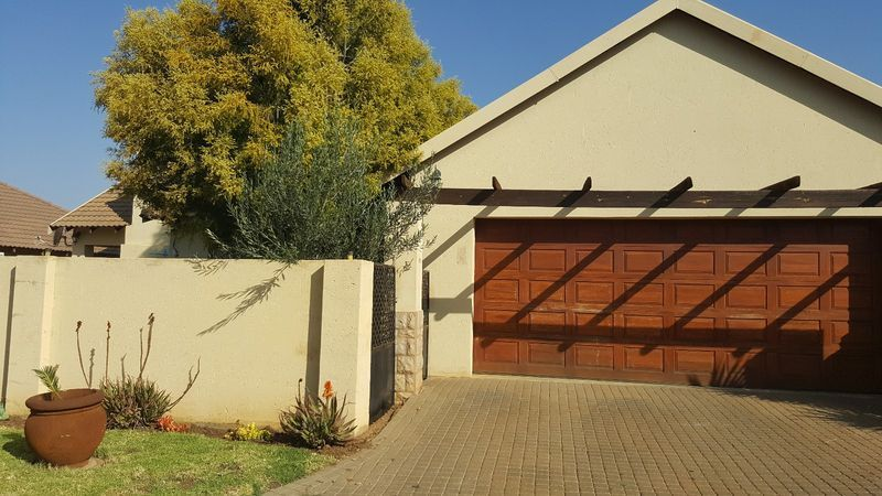 Real estate in Hartbeespoort Dam - 90626.jpg