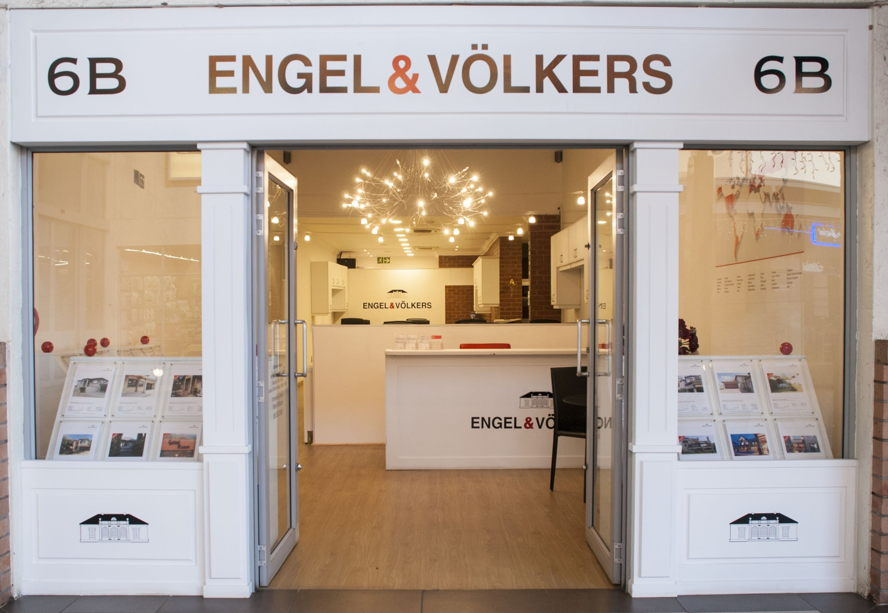 Cape Town - Engel & Völkers Centurion Shop 6B, Centurion Lifestyle Centre, Centurion Tel. +27(0)12 661 1452 Centurion@engelvoelkers.com Suburbs Covered: Amberfield | Thatchfield | Irene Rooihuiskraal | Southdowns The Reeds | Eldoraigne | Clubview Wierda Park | Hennopspark Bronberrick Zwartkop | | Lyttelton Doringkloof | Highveld