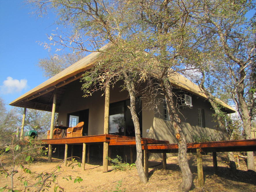 Hoedspruit - Balule West property, image of main house with 2 bedrooms 2 bathrooms