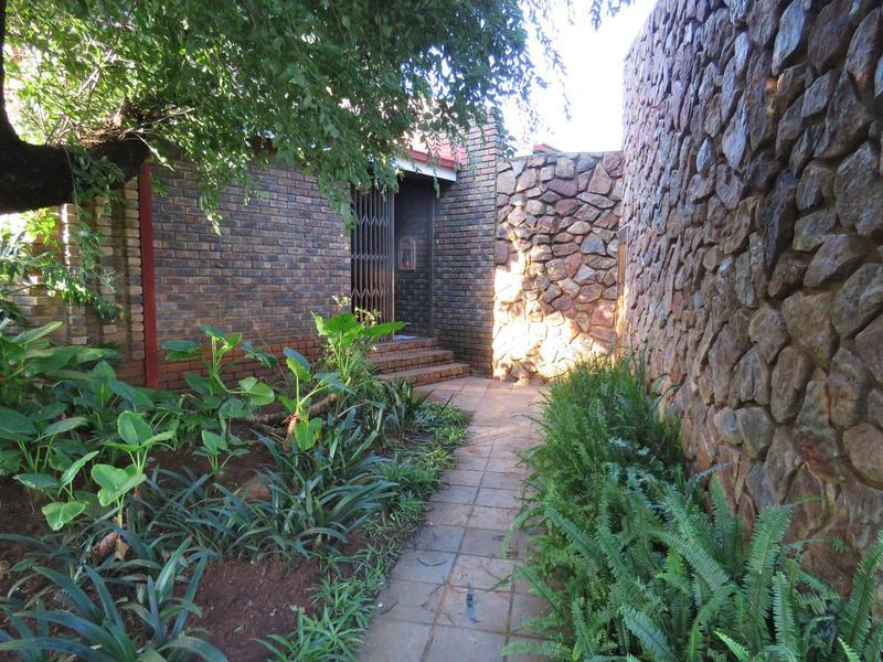 Real estate in Hartbeespoort Dam - 87420.jpg
