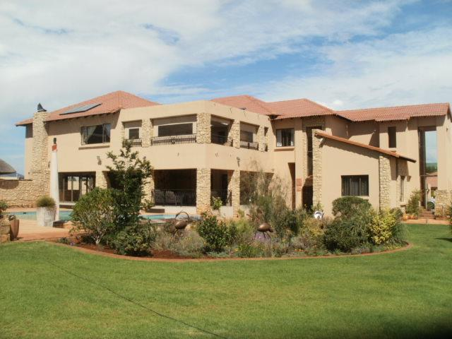 Real estate in Hartbeespoort Dam - 76984.jpg