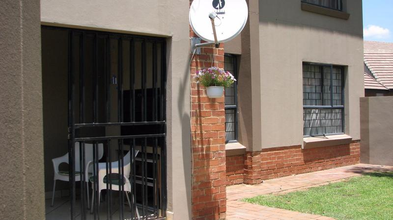 Real estate in Hartbeespoort Dam - 86463.jpg