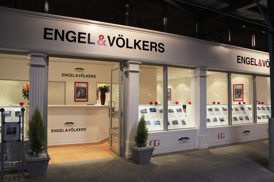 Cape Town - Engel & Völkers Pretoria New East Shop 8, Chamberlains Centre, Silver Lakes, Pretoria, 0054 Tel: +27(0)12 809 2205 PretoriaNewEast@engelvoelkers.com Suburbs Covered: Silver Lakes | Six Fountains Tijger Valley | Die Wilgers Wapadrand | Equestria | Murrayfield Zwavelpoort | Faerie Glen | Olympus Garsfontein | Boardwalk | Bronberg Woodhill | Mooikloof | Pretorius Park Moreleta Park | Elardus Park Wingate Park | Pierre van Ryneveld