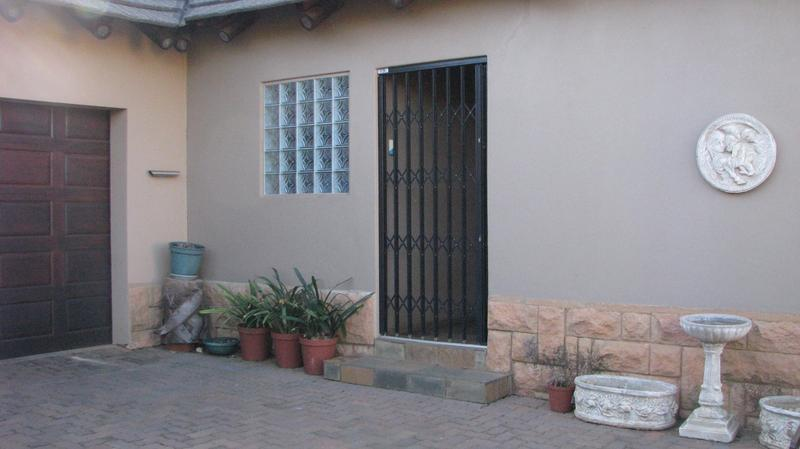 Real estate in Hartbeespoort Dam - 89181.jpg