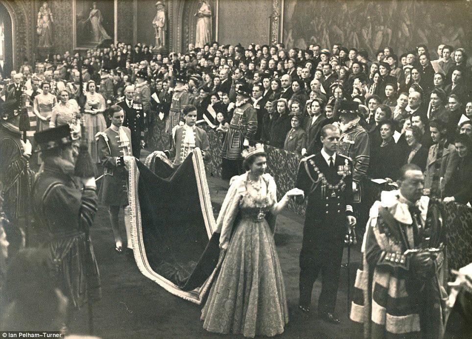 Королева Елизавета Вторая открывает сессию парламента. 1952 / Ian Pelham-Turner