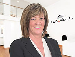 Agent Catherine Panteli is a real estate agent for Engel & Völkers in Rhodes - Greece