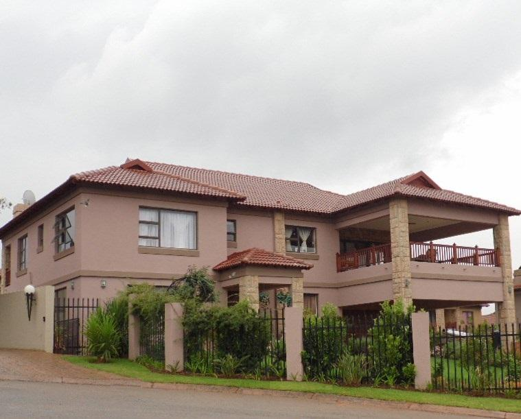 Real estate in Hartbeespoort Dam - 76386.jpg