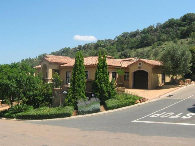 Real estate in Hartbeespoort Dam - 86902.jpg
